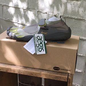 NWBT Vibram Five Finger shoes sz 8